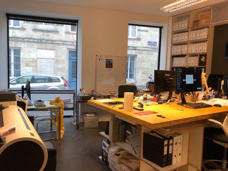 Bordeaux – St Seurin – Bureaux dans très Bel Immeuble R+2 – 180 m2