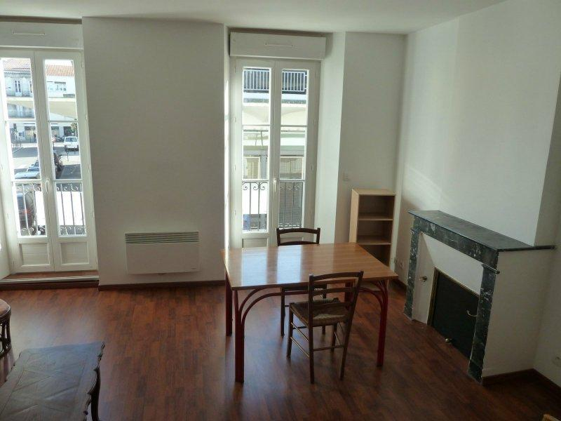 Bordeaux – Capucins ( Rue Jean de Malet) – T3 de 49 m2