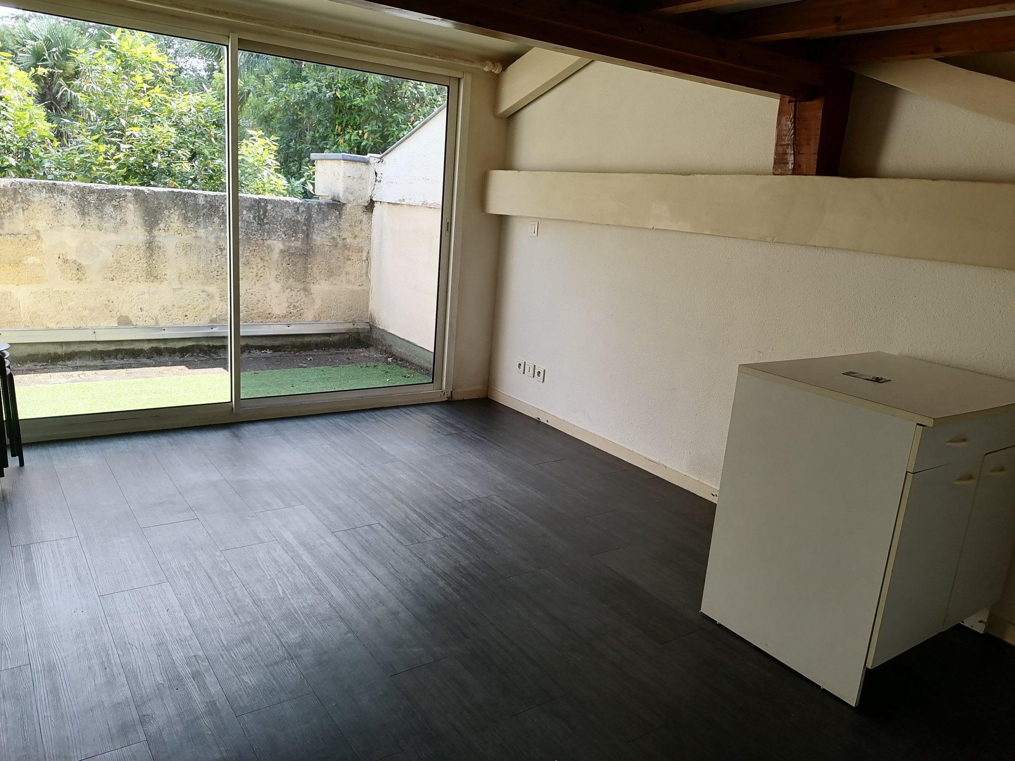 BORDEAUX – VICTOIRE Charmant T1 avec terrasse et mezzanine