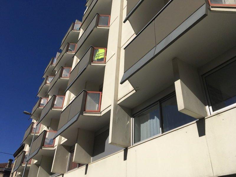 BORDEAUX ST AUGUSTIN (Avenue d'Arès) – Joli studio de 17 m2 – petit balcon